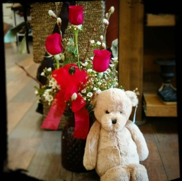 3 ROSE VASE & TEDDY