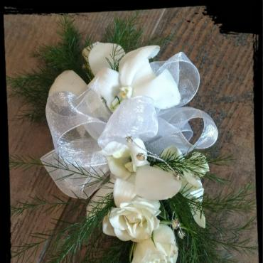 SPARKLY WHITE CORSAGE