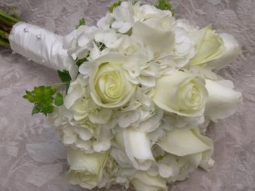Bridal, white hydrangea and rose, tied