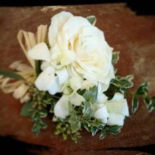Corsage with mondial rose, dendro, phytonegra and raffia